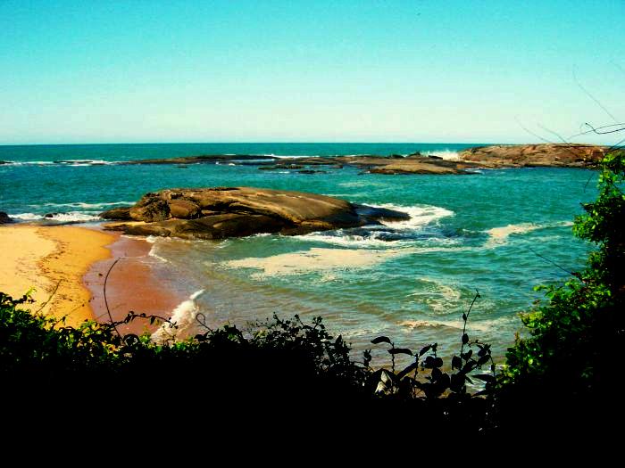 Praia da pousada - a poucos metros com acesso direto.